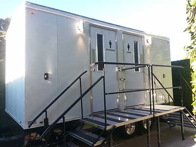 Crown-Suite-Restroom-Trailer_sm