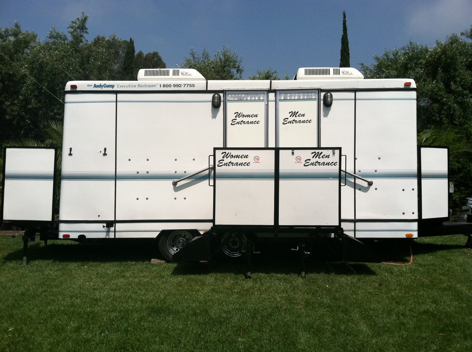 Executive-Restroom-Trailer-25ft
