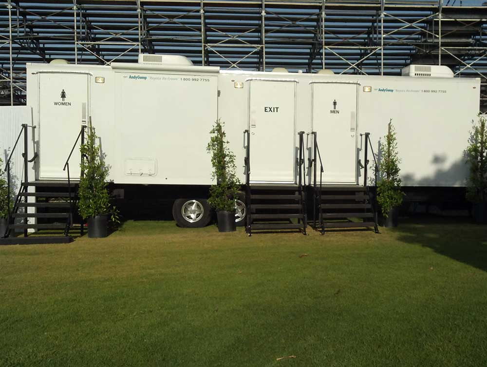 Royale Executive Restroom Trailer